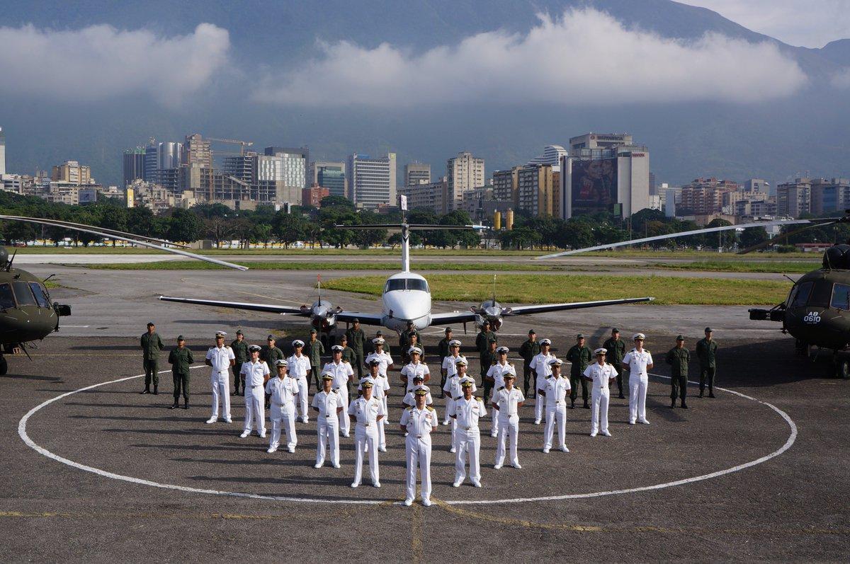 Joven venezolano si tu edad está entre los 18 y 30 años, #SeUnMarino aviador de la Patria alístate en la AVIACIÓN NAVAL BOLIVARIANA FANB, preséntate del 06 de mayo al 16 de junio en @ARB_CANB @ArmadaFANB https://t.co/gId8REFSJL