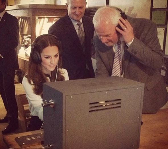 Not long til we see our Duchess at @bletchleypark  A very personal engagement for her after her Grandmother worked as a code breaker during WWII #DuchessOfCambridge #KateMiddleton #PrinceWilliam #DukeOfCambridge #TheCambridgefamily #TheCambridges #WWII #RoyalFamilypic.twitter.com/FAlvkVnjeG
