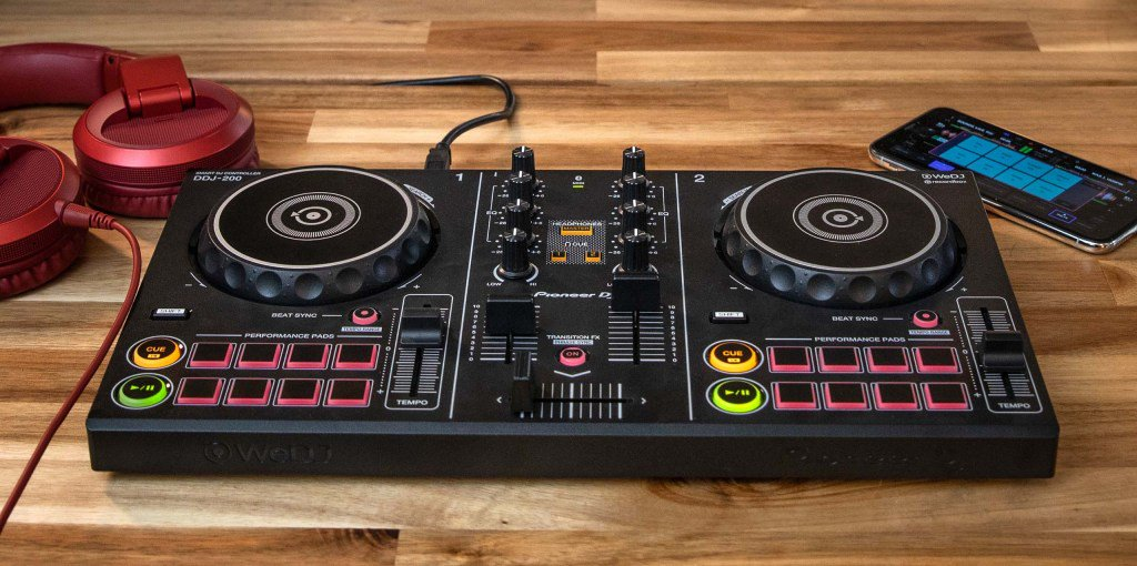 Remixe músicas do spotify com o novo Pioneer DDJ 200Controller https://t.co/pAaGbIWdGc https://t.co/WTyMkbGkxo