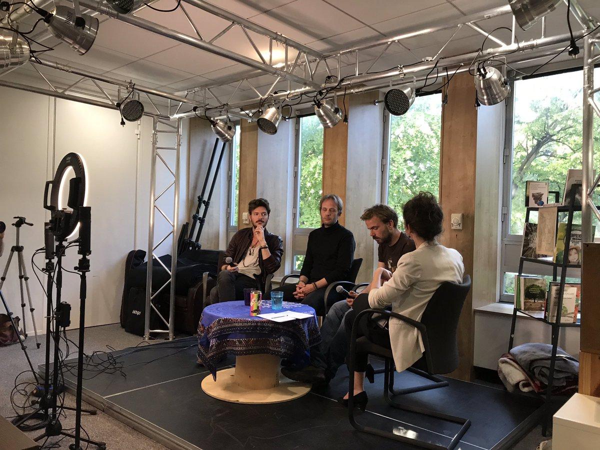 🚨 Le JT de l'Urgence avec l'équipe de la web-série «Et tout le monde s'en fout» Axel Lattuada, Fabrice De Boni et Marc de Boni, c'est maintenant en direct 👉 http://facebook.com/JTUrgence