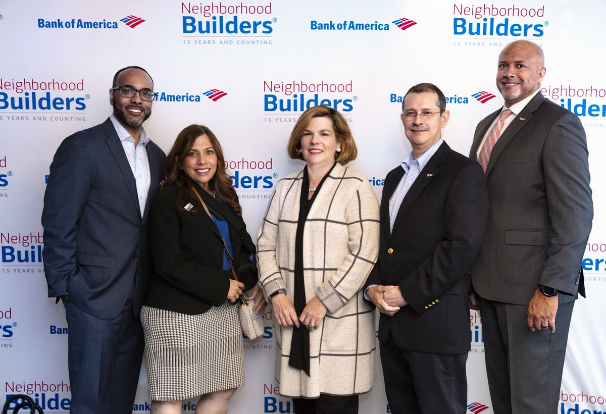 Honored to be with four Year UP Executive Directors @YearUpAZ, @yearupsouthfl, @YearUpBaltimore, @YearUpPTCPin Portland OR  @BankofAmerica #NieghbohoodBuuilders Leadership training.  Congratulations!