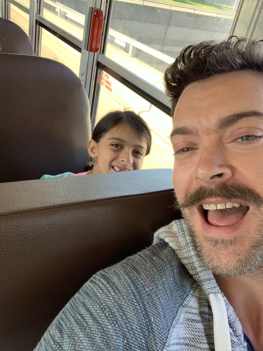 Riding the bus w/Stella's class on the way to the Detroit Zoo! It really takes me back. #2ndGradeLife #DadLife<br>http://pic.twitter.com/xGMADy6E0S