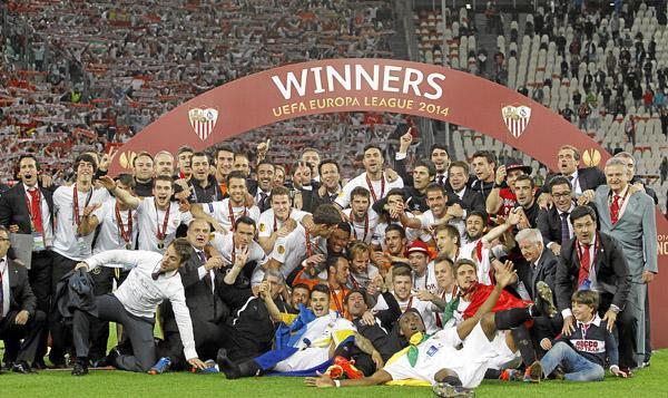El Sevilla celebra la Europa League de Turín.