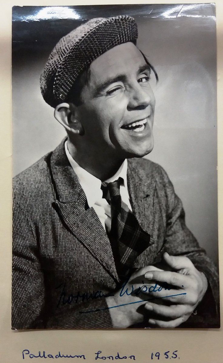 Interesting #autograph books for Auction @Unique_Auctions Lincoln Sun 28th May @antique & Collectors #auction . @Autographs & images -  A reminder of the #stars & @Entertainers of bygone eras - Sir @NormanWisdom @georgeFormby @BettyOShea @TheFalcons @AlbertModley <br>http://pic.twitter.com/OFMCPZmMax