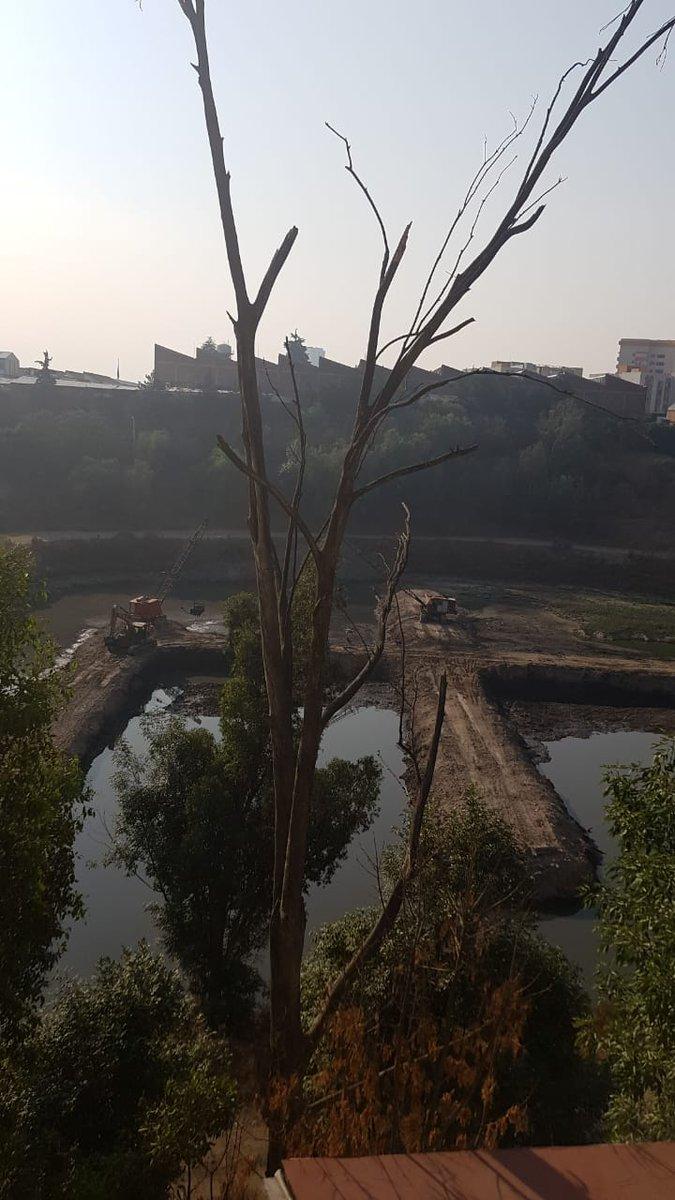 #AsíLasCosasConLoret  @CAMegalopolis contingencia extraordinaria? Pero en la presa san joaquin siguen desasolvando día y noche ...un asco! Boulevard Pipila.