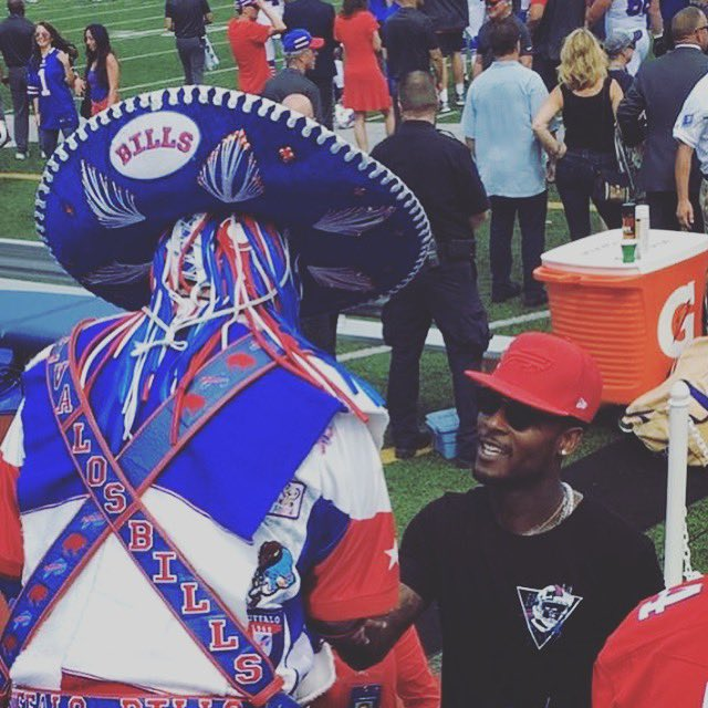 Big salute to @BuffaloBills and that loyal fambase y'all have. Y'all went above & beyond to uplift the fan. That reciprocation is shown throughout the Buffalo community. Love it or hate it. #Billsmafia4Life 🤜🏾🤛🏼 #VivaLosBills🖤