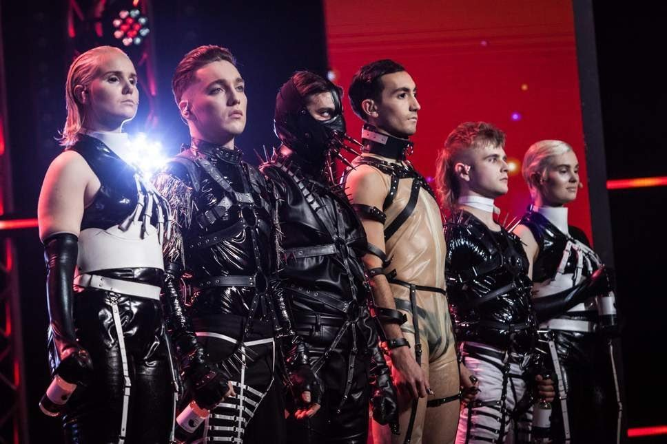 In conclusion: #Eurovision puts met gala to shame <br>http://pic.twitter.com/dDOKM6sbO8