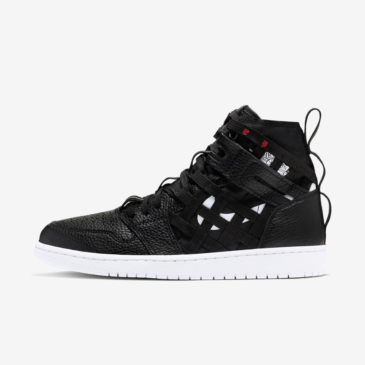 "5694f155f09357 Jordan 1 Cargo ""Black"" available now direct on  nikestore Link -   https   go.j23app.com bzz pic.twitter.com 8ukriU1B5i"