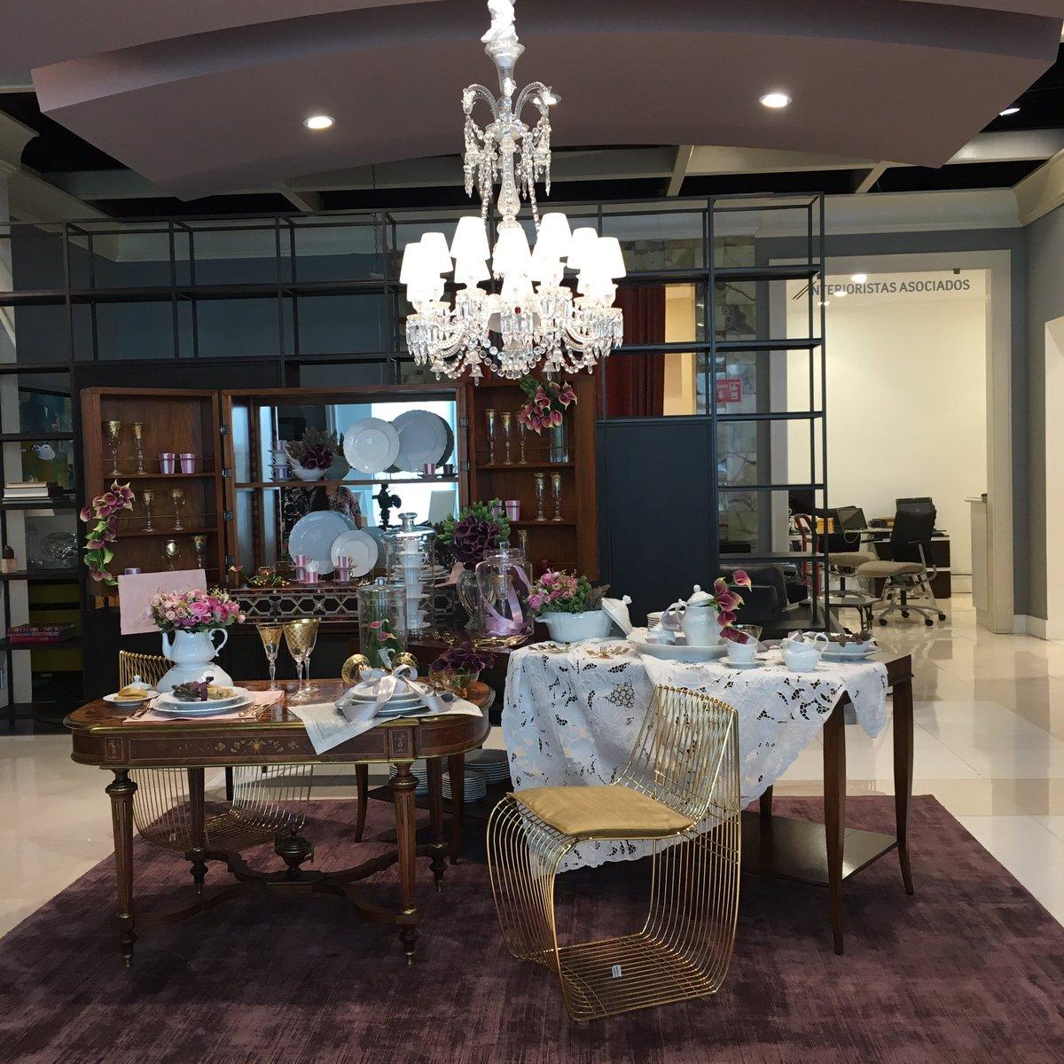 Terminando el montaje de mesa en Casa Palacio Antara con la vajilla Vecchio Ginori! #diseño #design #interiors https://t.co/toBDENAo6h