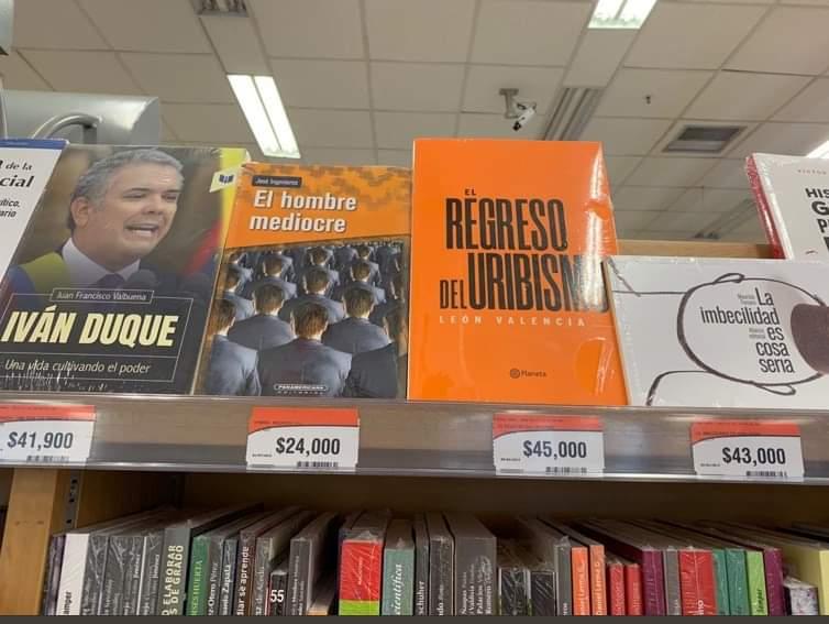 Alguien que DE VERDAD le de un premio al tipo que organiza los libros en la Panamericana.