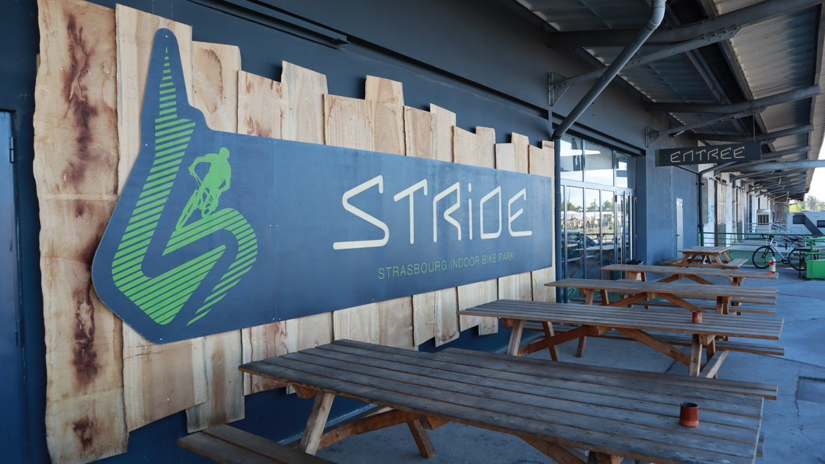 competitive price f9c0b b3408 Ce soir j ai découvert (et testé) le  Stride Strasbourg, le plus grand   bikepark indoor d Europe ! Pumptrack, X-Country, Park, initiation,  maniabilité, ...