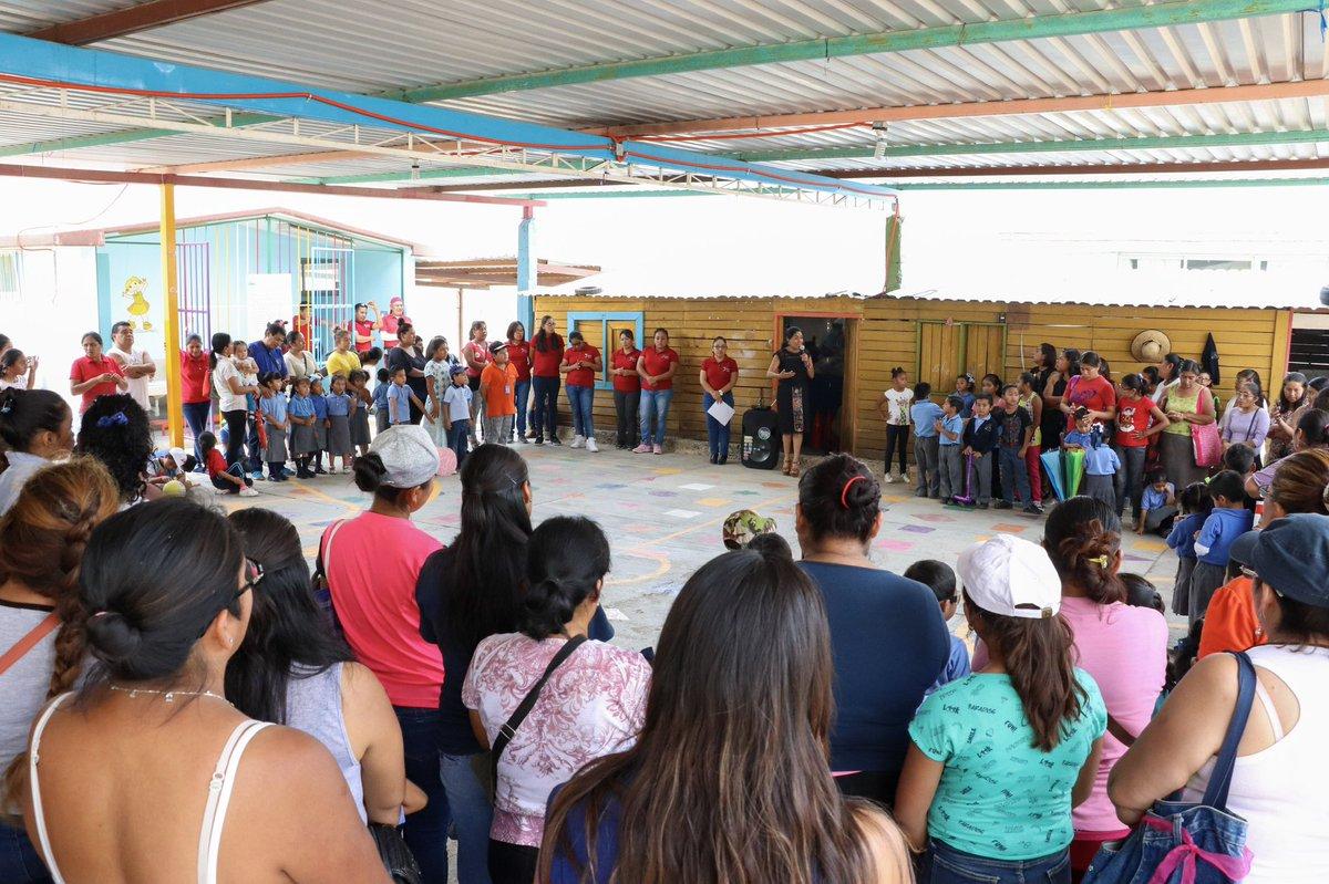 """A través de la educación las niñas y los niños podrán ser dueños de su propio destino. Tengo la oportunidad de convivir con los niños y platicar con padres de familia y profesores del jardín de niños """"Francisco Gabilondo Soler"""" de Ciudad Yagul, #Oaxaca."""