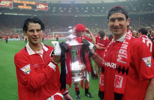 #OnThisDay 1994: Manchester United complete the double beating Chelsea 4-0 in the FA Cup final. Two Eric Cantona penalties, and strikes from Mark Hughes & Brian McClair ensure a comfortable victory at Wembley for the Reds.