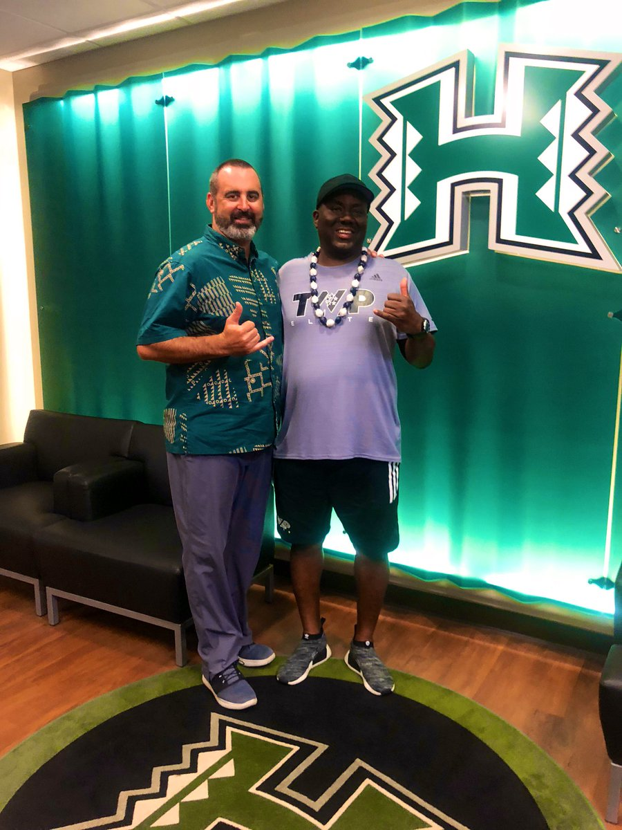 Mahalo Nui Loa @coreybatoon @HawaiiFB for stopping by I had to throwback my shot last summer visit to the island 🌴 @NickRolovich