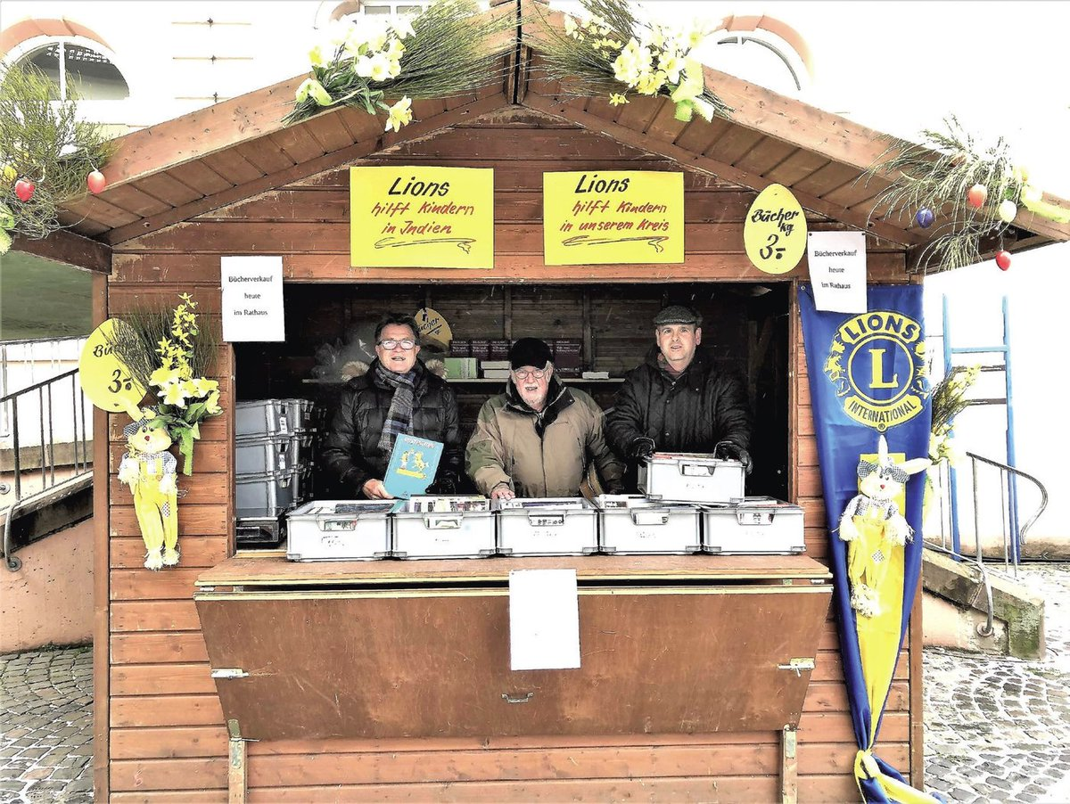 test Twitter Media - For the 17th year, the St. Wendel Lions Club set up shop at the St. Wendel Easter Market with approximately 7,000 books to sell. Lions use the proceeds to assist local children, as well as construct schools and medical centers in India 📚🦁➡ https://t.co/gnwrzKE90y https://t.co/CZFfnDHs0h