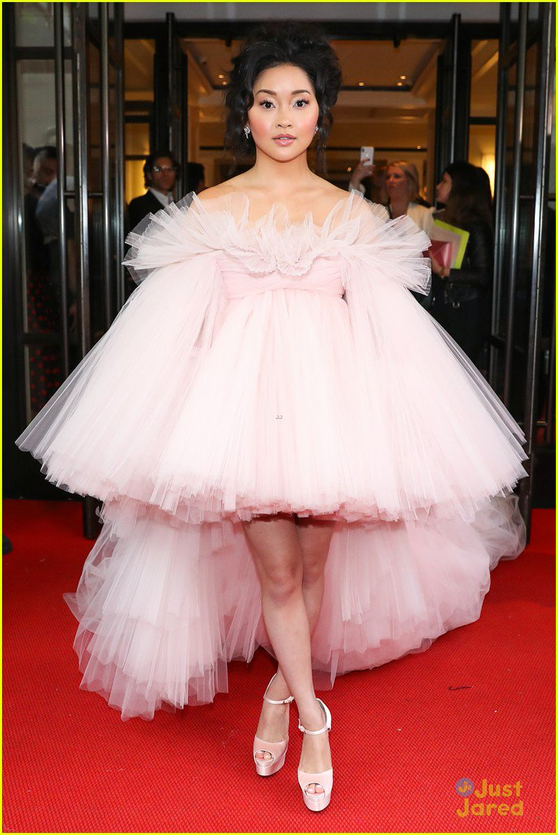 i didnt spend enough time talking about lana condor at the met gala !!!!!!! <br>http://pic.twitter.com/SQ7ZW7oFdW
