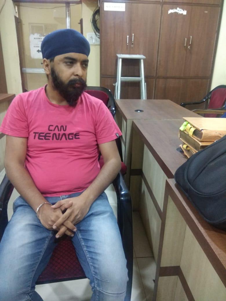 Kolkata police has arrested @TajinderBagga at 3:00 am His fault? Tried to save democracy in Bengal #FreeTajinderBagga
