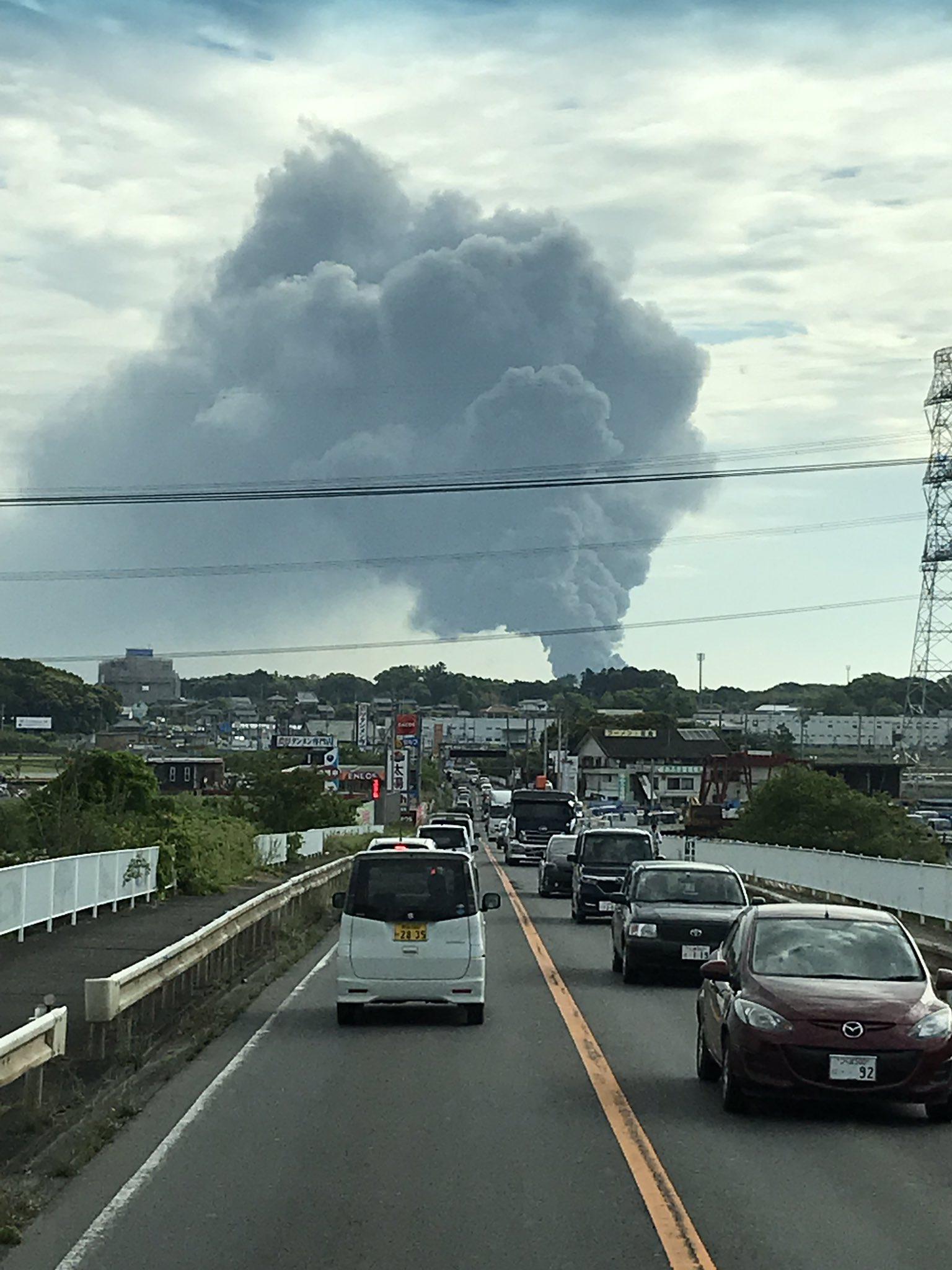常総市坂手町の廃材置き場で大規模火災の現場画像