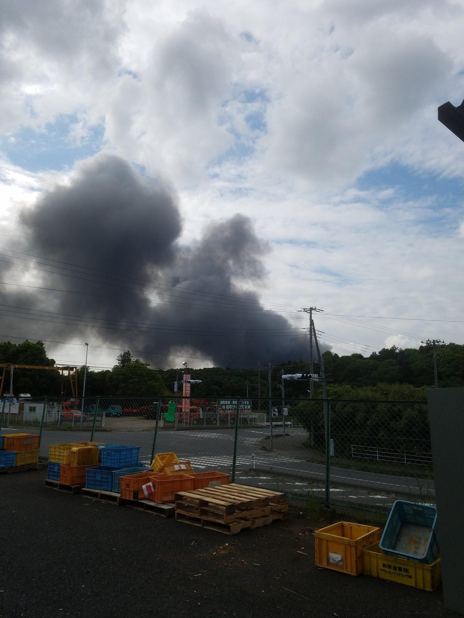 画像,朝から火事がやばい https://t.co/mrYK6WB7cr。