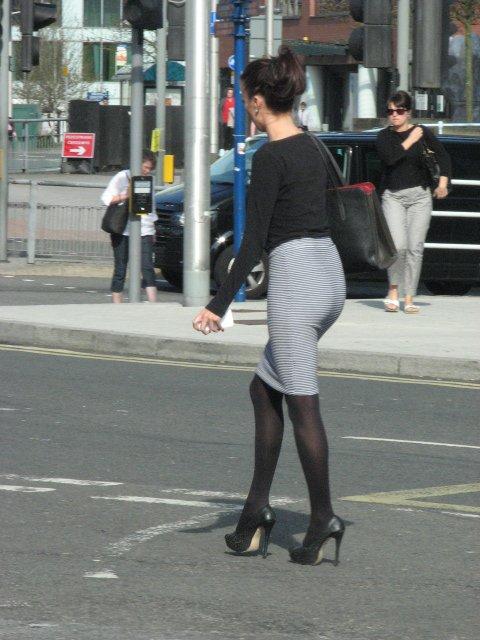 banks-selling-pantyhose-women-walking-american