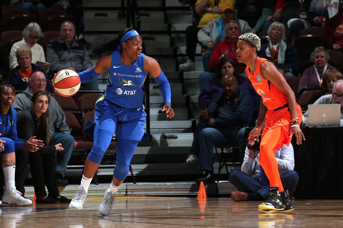 HALFTIME: Sun 35, Wings 44 #Together  @Arike_O is leading the charge with 15 PTS. Kaela Davis with 9 PTS. Let's keep it going! 🔥
