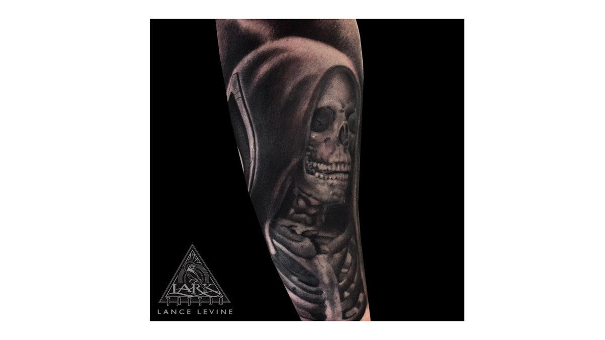 a3f898c6cbca0 ... #BNGTattooers #RealisticTattoo #RealismTattoo #SkeletonTattoo  #DeathTattoo #ReaperTattoo #Tattoos #TattooArtistpic.twitter.com/AXJQpMYh0Y