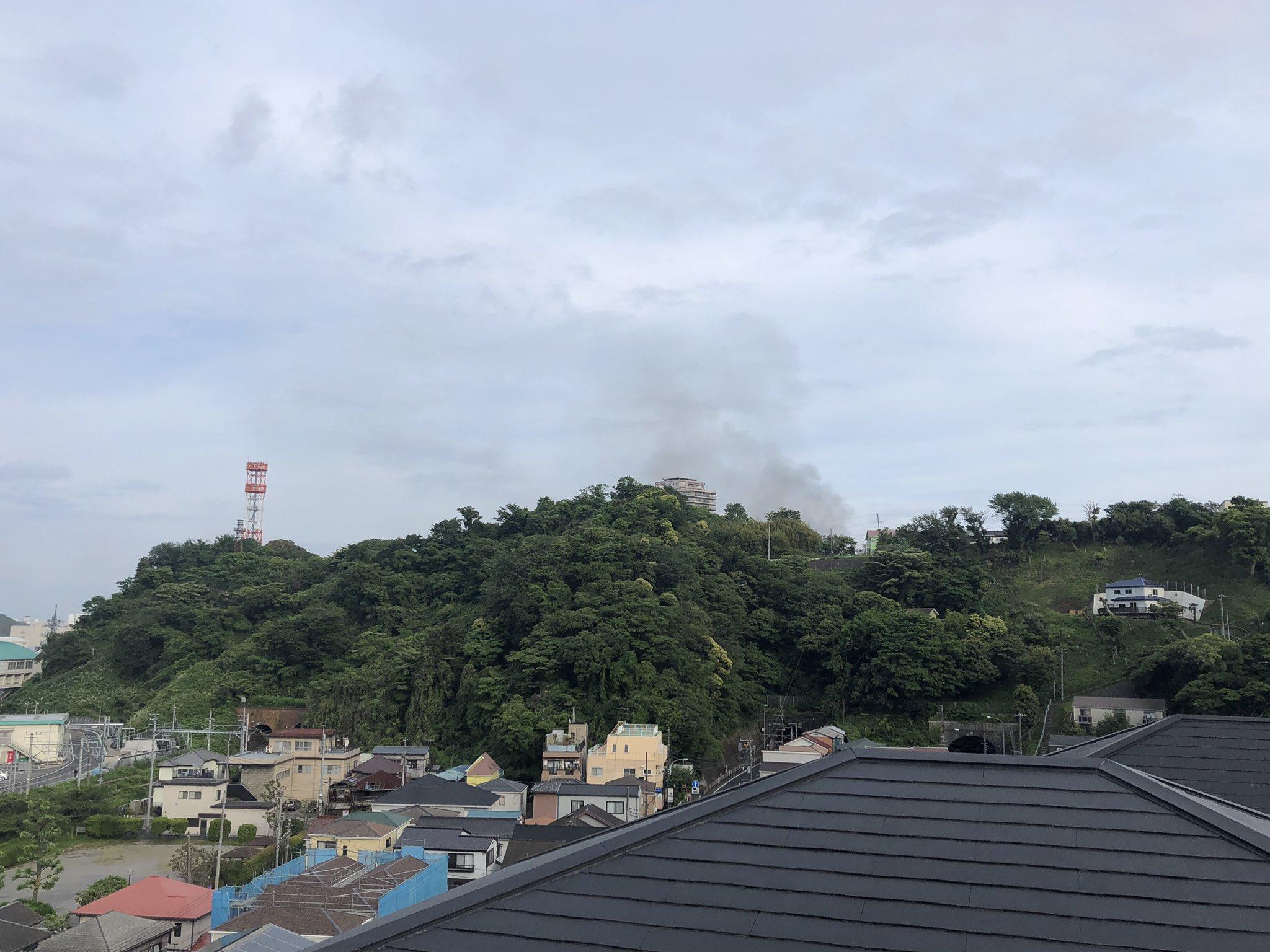 画像,#横須賀JR横須賀の汐入の間で火事の模様 https://t.co/JGvTwtnFz6。