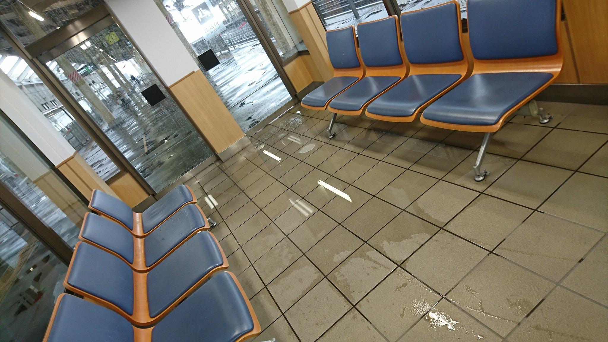 画像,おそおつです。アイアールジャパンはだいぶ戻してくれました…狼狽売りしそうに。しかしハイアスは一度崩れると本当戻らないですね…(´Д`)関係ないですが郡山駅大豪雨…