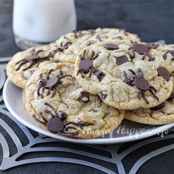 SPIDER INFESTED Chocolate Chip Cookies via Hungry Happenings. #NationalChocolateChipDay  #GhastlyGastronomy<br>http://pic.twitter.com/pxwAePzfnk