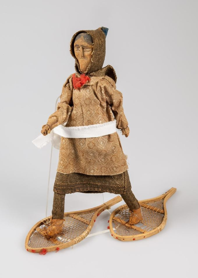 Was this doll made for a Mi'kmaw child to play with? Or was it meant to be sold as a souvenir? We don't know. The doll was made in Bear River in the late 1800s and was donated to the museum by the late Claire Dennis. museum.novascotia.ca/collections-re… #MuseumWeek #PlayMW