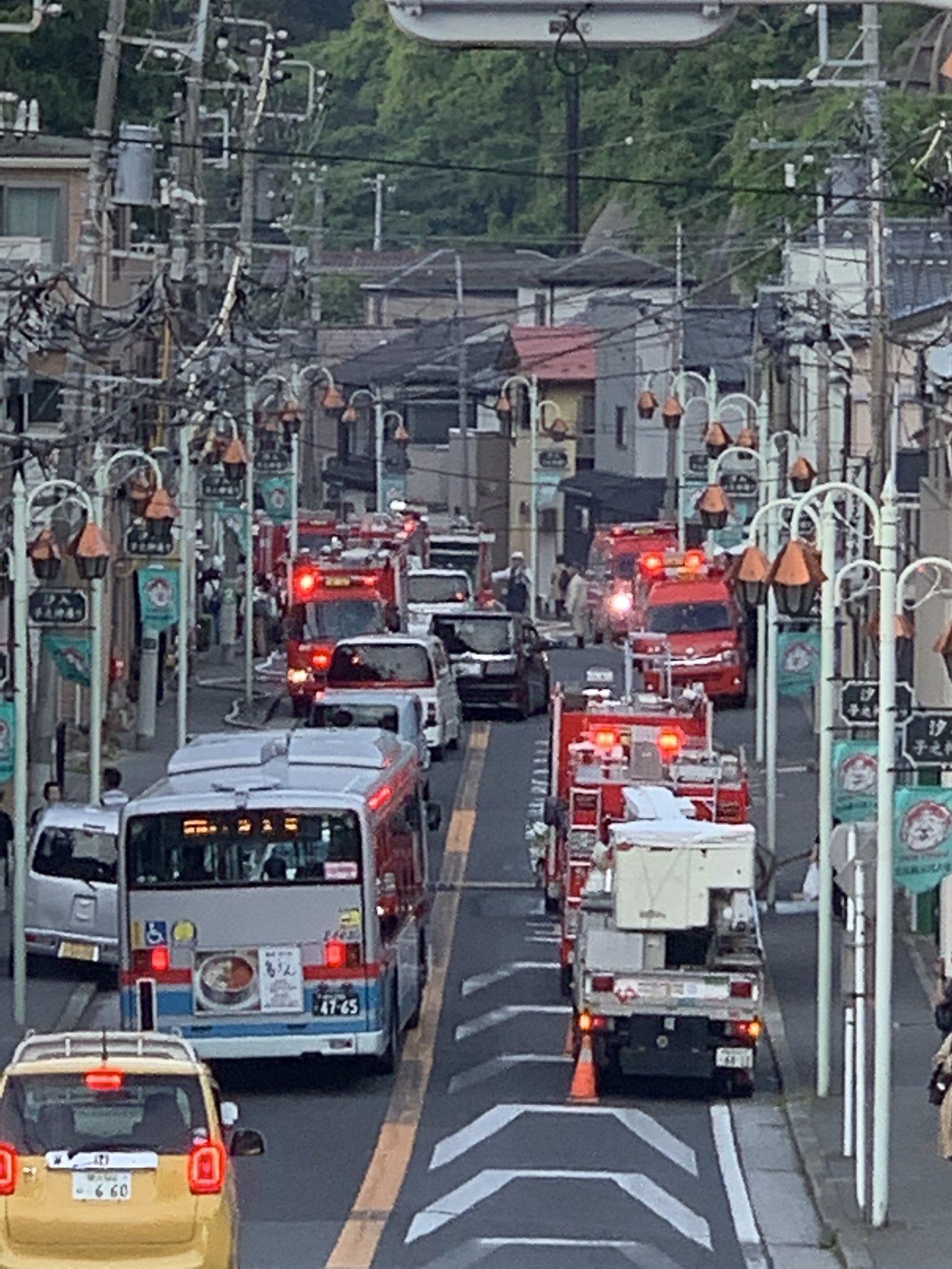 画像,汐入で火事て大渋滞…緊急車両がいっぱい…大事に至らないといいね… https://t.co/YiXFvRHKNT。