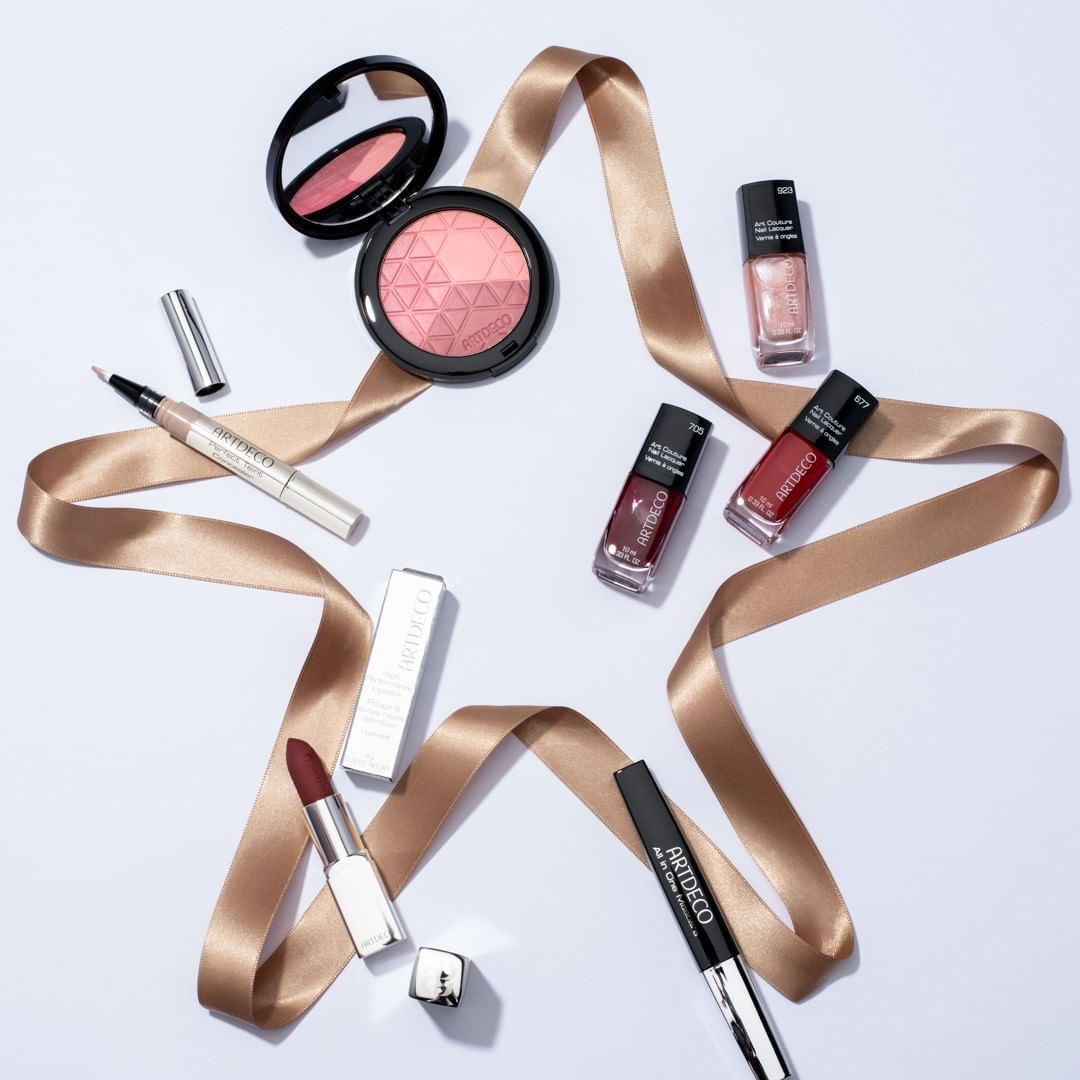 She's your first friend and forever family; every holiday's an opportunity to show your sister appreciation - & we've got a bunch of gorgeous classic #ARTDECO products perfect for her! #artdecocosmetics #holidayshopping #giftguide