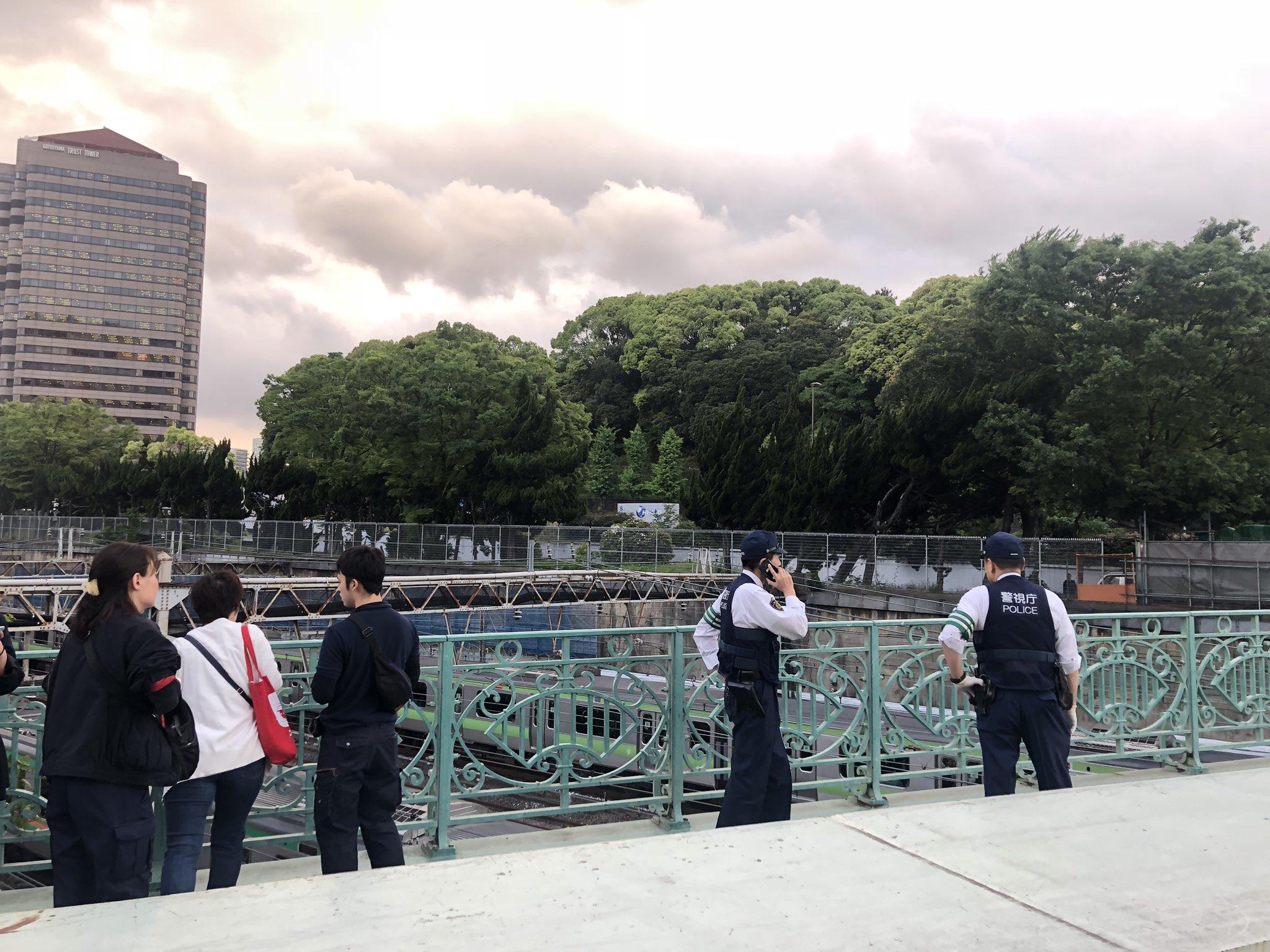 画像,品川駅近くの橋で飛び降りでグモ発生山手を始めJRみんな停まってる https://t.co/SQf0WKiYgi。