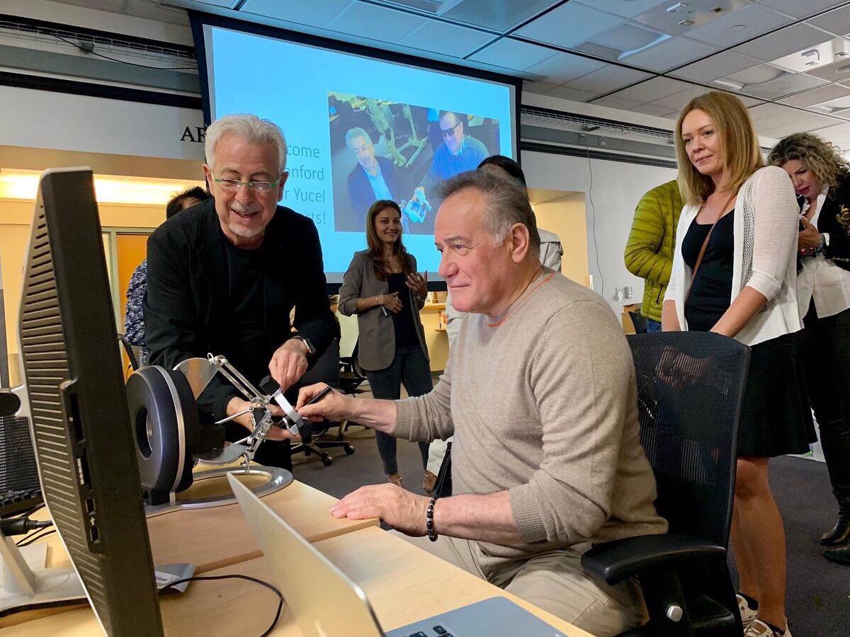 Mütevelli Heyeti Başkanımız Sayın Enver Yücel Stanford Üniversitesi'ni ziyaret etti. Yücel, Stanford Robotik Merkezi'nde inovasyon ve eğitim konularında deneyimlerini paylaştığı bir konferans konuşması gerçekleştirdi.