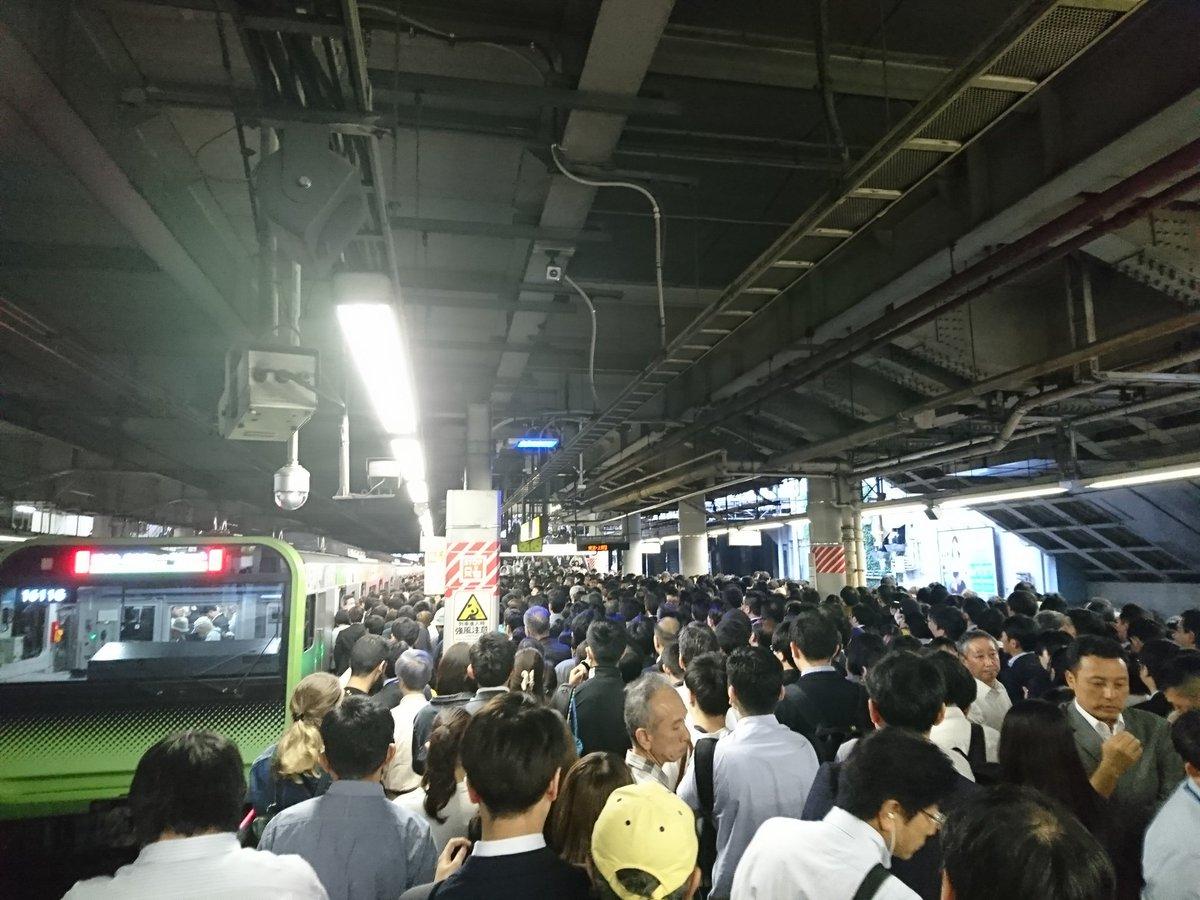品川駅の人身事故で山手線が大混雑している画像