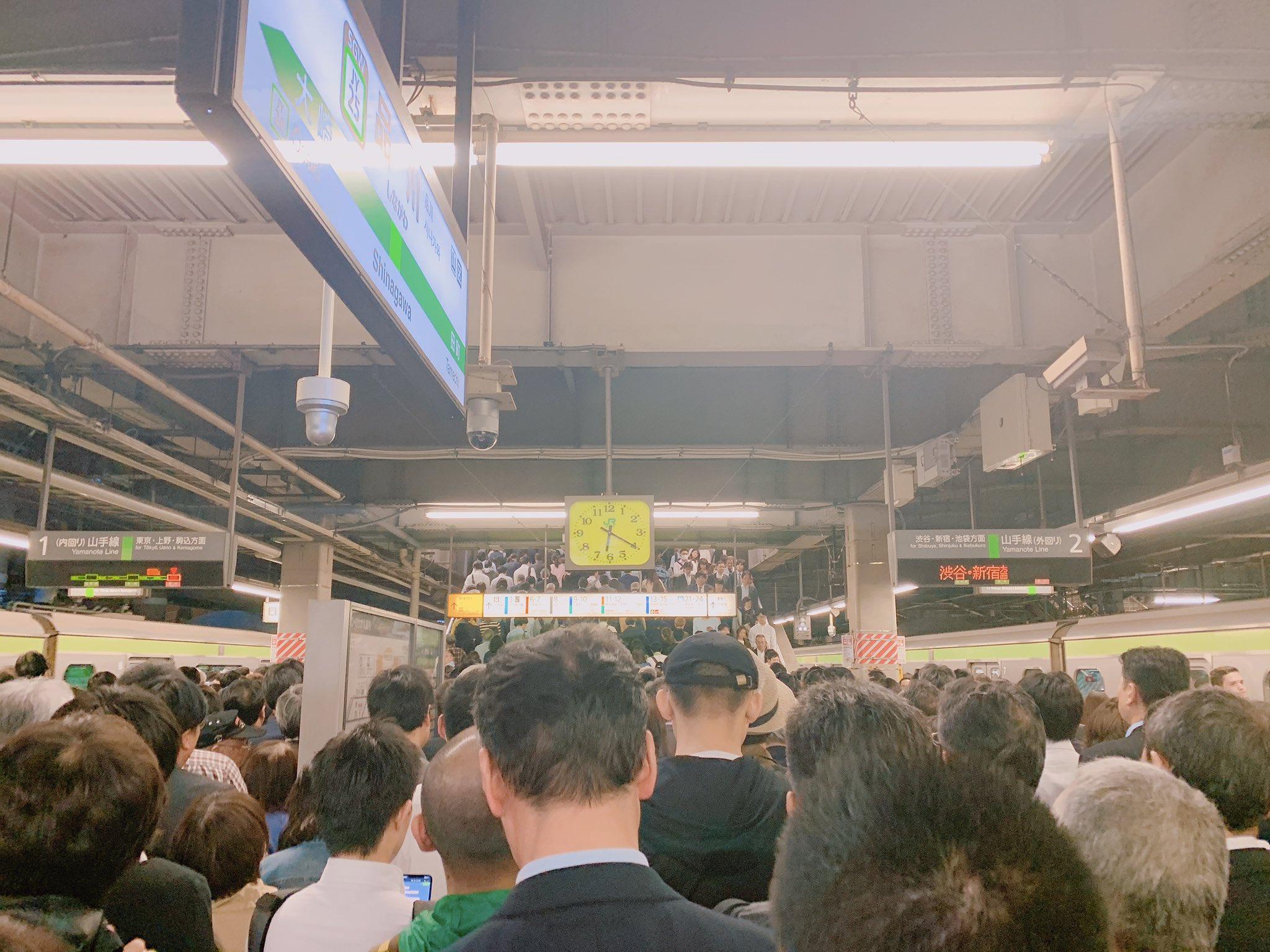 画像,品川駅、全握のときの海浜幕張並みで草 https://t.co/TNuEVp2jfI。