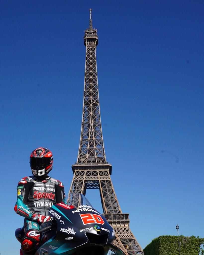 Oh la la! 🇫🇷 #teamPETRONAS in the heart of #Paris #FrenchGP #PETRONASmotorsports #MotoGP