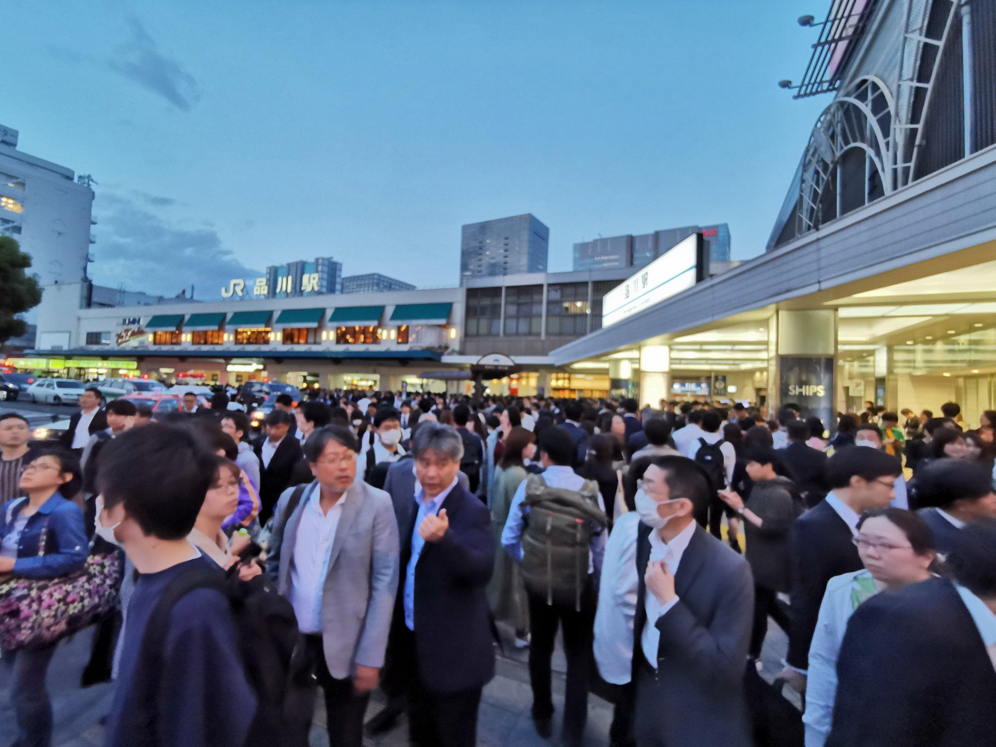 画像,八ツ山橋からの飛び降り人身事故で品川駅大混乱。 https://t.co/WAODhOOKLd。