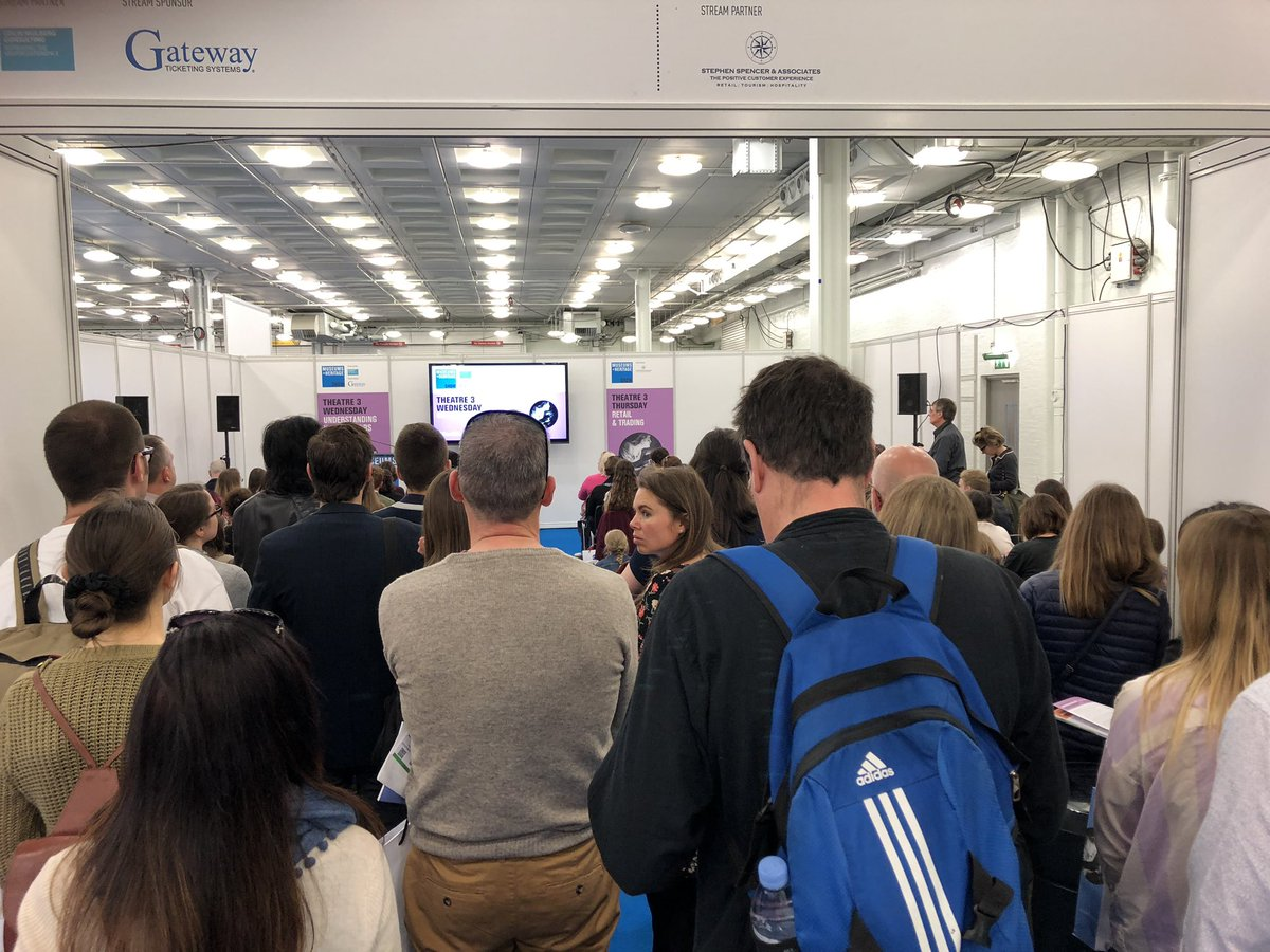 Not even any standing room left for @TheMERL talk at #MandHShow 😳