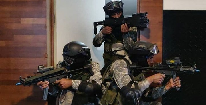 """Indian Defense™ on Twitter: """"Indian Navy Special Forces MARCOS in action.  They are called to one of the deadliest force in the world. #IndianNavy  #specialforce #indian #soldiers #combat #marcos… https://t.co/8uhWexccY3"""""""