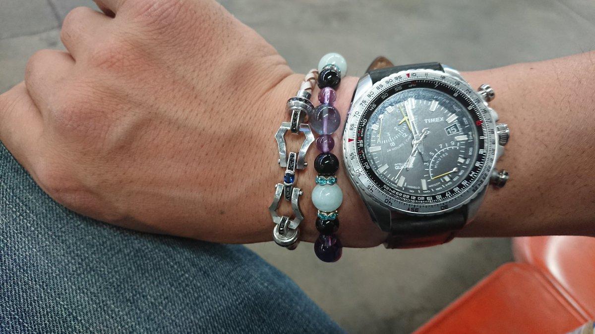 就職したとき初任給で買った腕時計30になったとき優しい青に惹かれて買ったブレスレット…大切な友達が『みおさんのイメージ』と作ってくれたパワーストーンブレスプライベートでは必ず身につけてる大事な3点セット#日常#いってきます