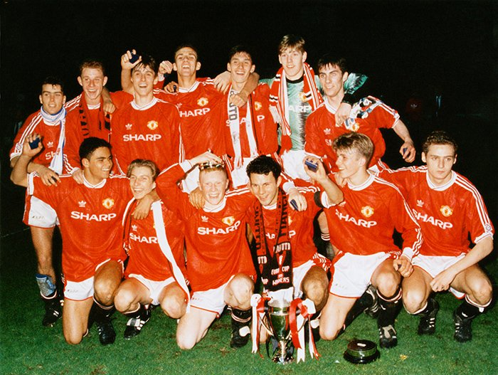 #OnThisDay 1992: United win the FA Youth Cup with a 3-2 second leg win over Crystal Palace thanks to goals from @benthorn30, Simon Davies & Colin McKee. @GNev2 @ChrisCasper1 @RobbieSavage8 @KeithGillespie7 @kpilks @johnaokane @barneyrednews