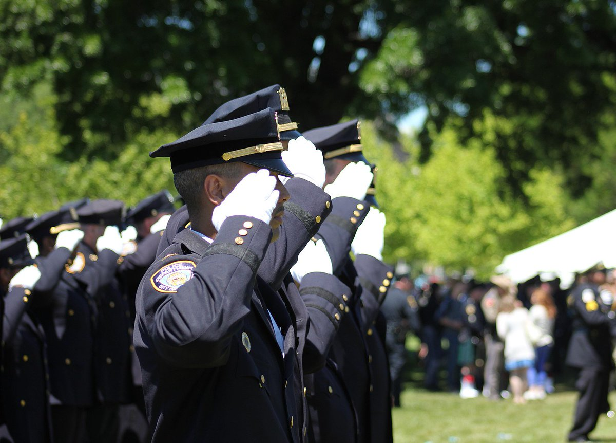 They protect and defend us everyday, at every hour but some never return. It&#39;s those selfless sacrifices that keep us safe. Honor, respect and remember. #PeaceOfficersMemorialDay <br>http://pic.twitter.com/Uqzpcl60Yv
