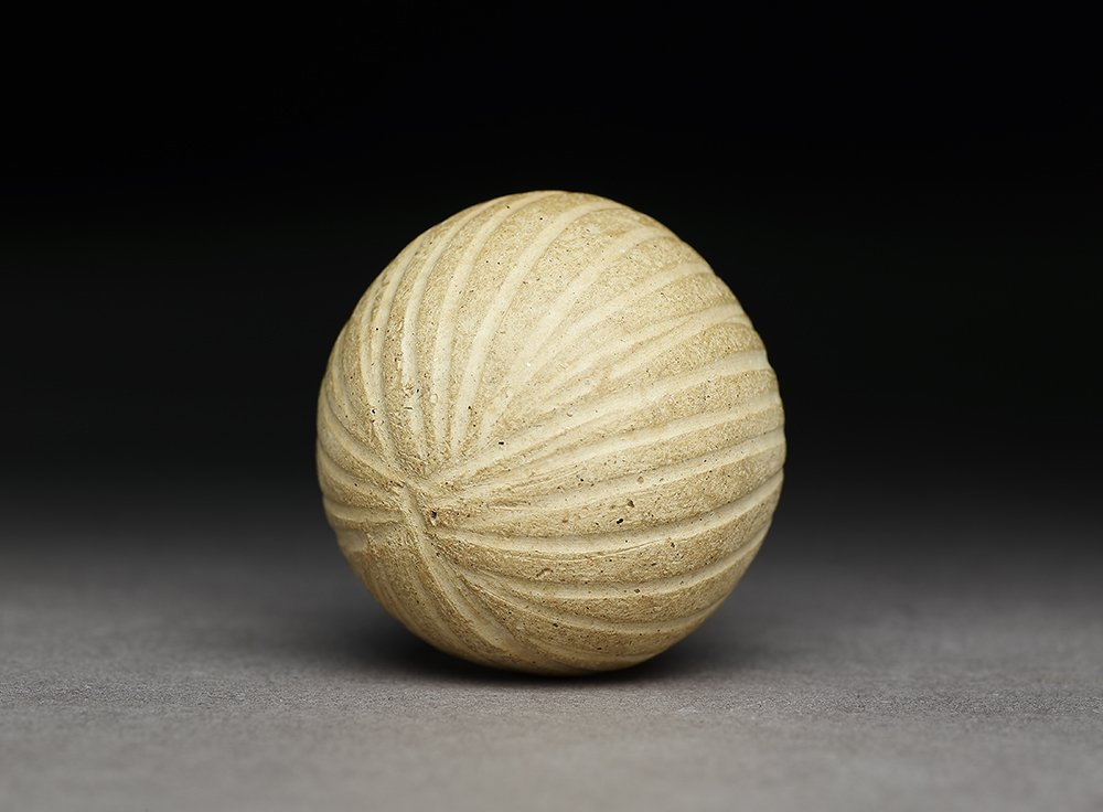 Catch! This terracotta ball or marble was excavated from Mohenjo-Daro and dates back to 2500–1500BC, indicating that humans have been playing ball games for quite some time  #MuseumWeek #PlayMW <br>http://pic.twitter.com/gnENYuOujj