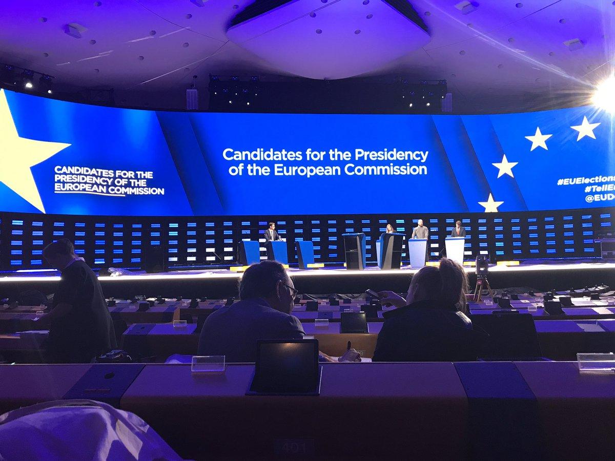 Mikä suunta Euroopalle? Juonnan illalla täältä parlamentista kansainvälisen EU-vaalikeskustelun - avatkaa TV1 klo 22! Kaikki (melkein) valmiina iltaa varten - lava on ainakin tarpeeksi iso 😅😅 #TellEurope