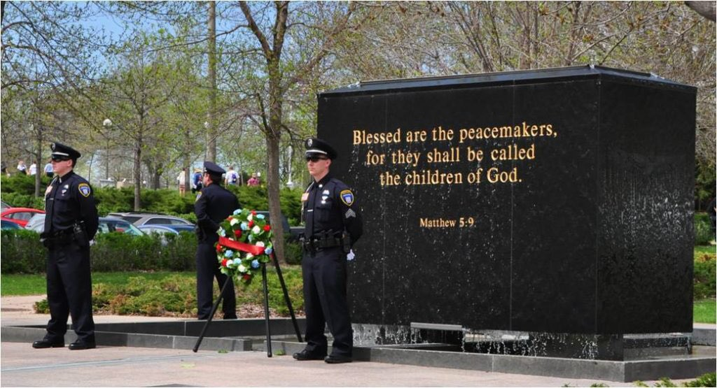 #PeaceOfficersMemorialDay    Thank you to all that made the ultimate sacrifice and their families <br>http://pic.twitter.com/twA8cBoEmb