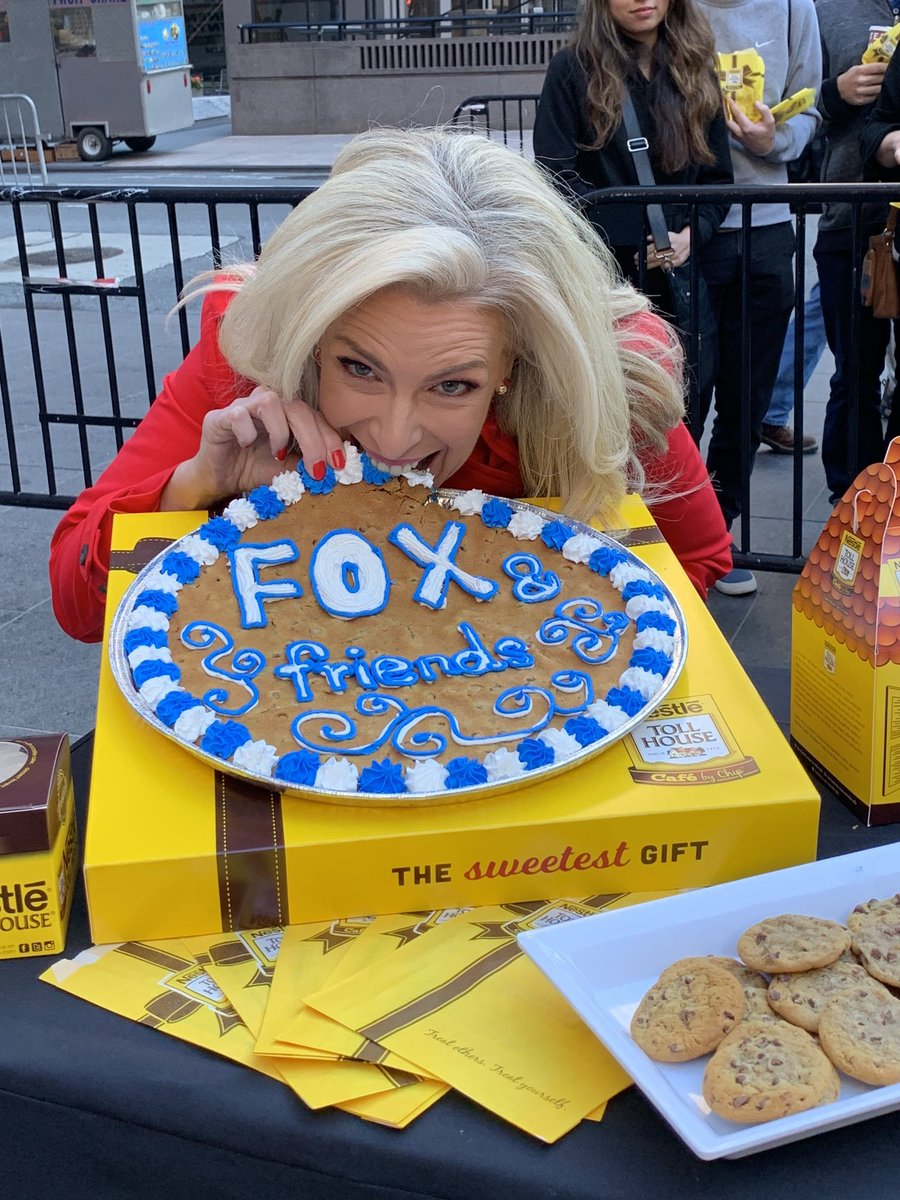 Thank you @NestleTollHouse for bringing this giant chocolate chip cookie for #NationalChocolateChipDay #NationalChocolateChipCookieDay @foxandfriends <br>http://pic.twitter.com/ZsiedKzr3F