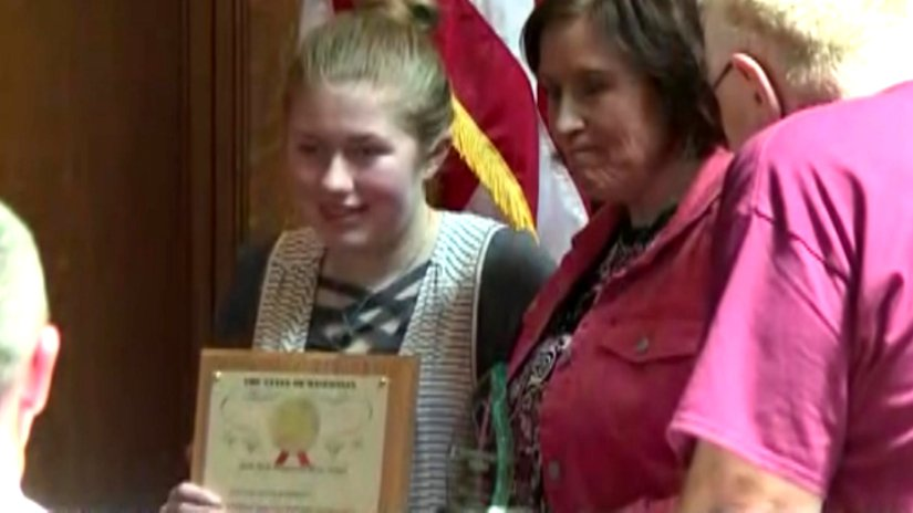 Jayme Closs accepts the Hometown Hero award in the Wisconsin State Assembly today.   &quot;Jayme your strength, your resolve and your bravery is beyond incredible. You are truly an inspiration and a bright light during a time of sadness,&quot; @RepQuinn said.<br>http://pic.twitter.com/e6T7OTfc7o