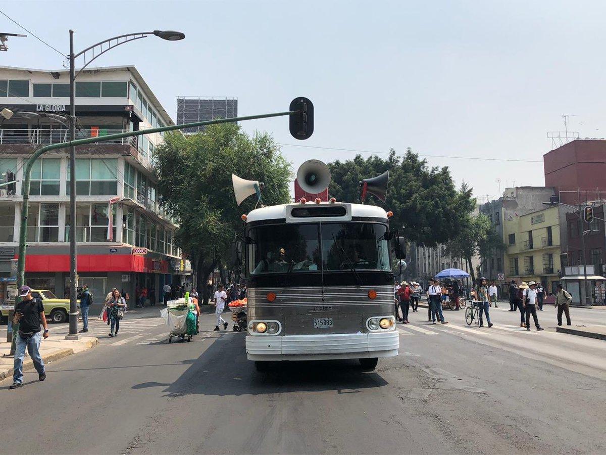 Por cierto, nos cuenta nuestro reportero @sandovalvictor que el autobús en el que algunos profesores de la CNTE se trasladaron no debía circular. #AsíLasCosas