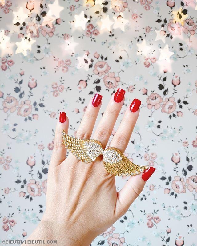 Quem acompanha nosso stories sabe que eu mesma faço minhas #unhasemgel , essa por exemplo é a #unhadefibra e gostei bastante do resultado ! No destaque UNHAS no perfil do Instagram, tem todas as unhas que já fiz, confere lá ! E ah, o anel gigante … https://www.instagram.com/p/Bxe-xXJg-nh/ pic.twitter.com/fHs2wbXMCC